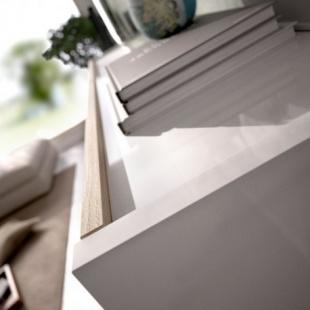 Mueble de salón con Leds Uma, blanco brillo y roble natural, reversible, con vitrina y leds, barato. Sayez